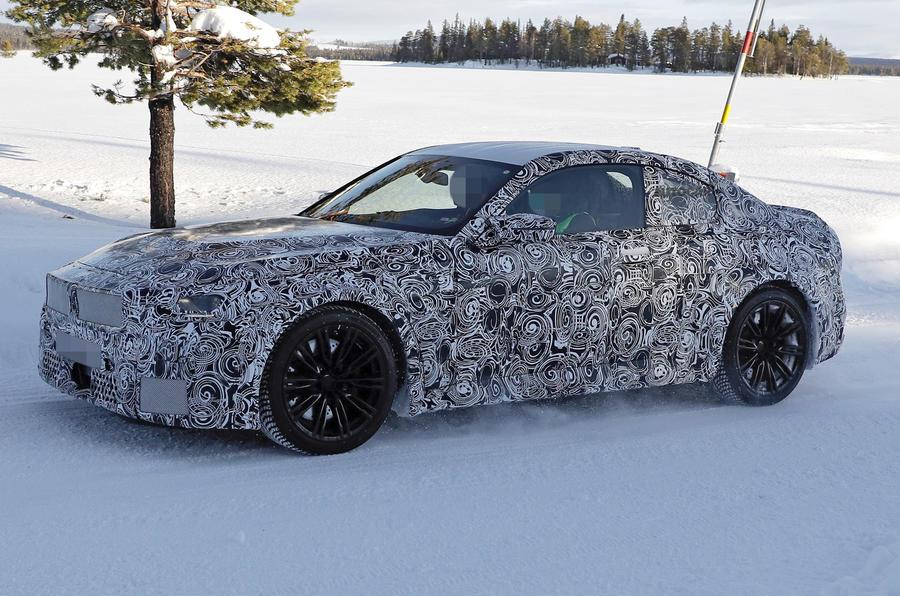 【後輪駆動にこだわるクーペ】新型BMW M2 プロトタイプ初目撃 3.0Lツインターボ搭載