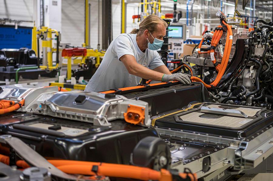 【年間250万トンの削減目標】ボルボ 部品再利用で排出量削減 EV用バッテリーの長寿命化も