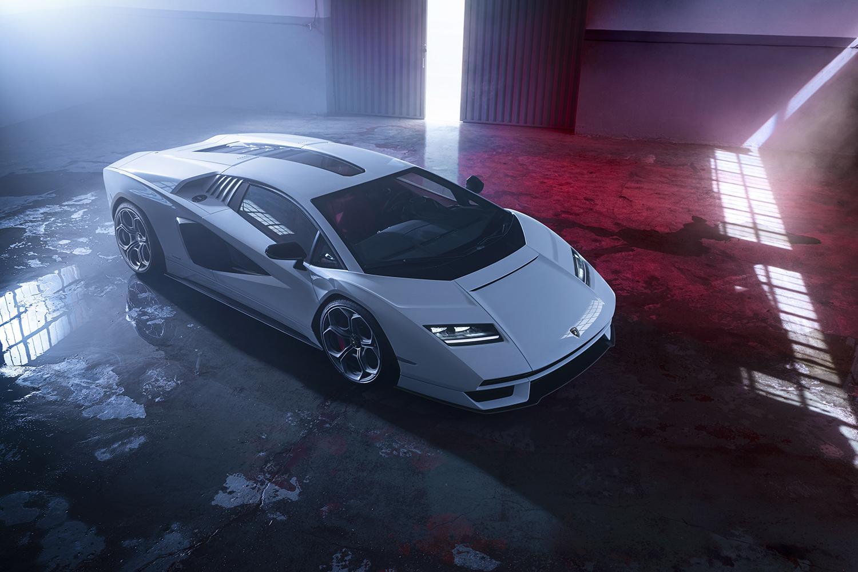 スーパーカーの王「カウンタック」が最新モデルで復活! 世界で「112台」だけの「LPI800-4」の中身とは