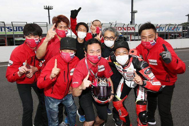 驚異の追い上げで35台抜き! 高橋裕紀「人生初のピットスタートから勝てて本当に嬉しい」/全日本ロード第1戦もてぎ ST1000