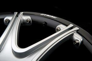 【一本あたりわずか9kg】カーボンハイブリッドのホイール登場 ダイマグ スーパーカー向け高級モデル