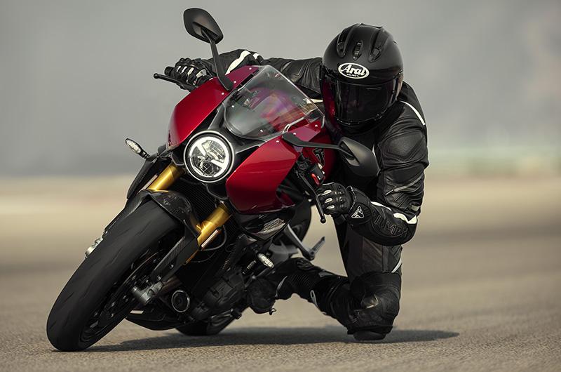 【トライアンフ】新たなカフェレーサーの登場!新型「SPEED TRIPLE 1200 RR(スピードトリプル1200RR)」が発表