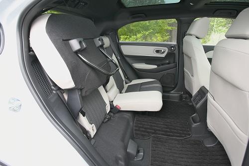 「ホンダヴェゼル」大人っぽくセンスの良いデザインと、さらに広くなった後席は魅力(岡崎五朗レポート)