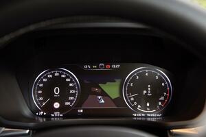 アウトバーンの「速度無制限」は世界の非常識! ボルボの180km/hリミッターが「大英断」なワケ