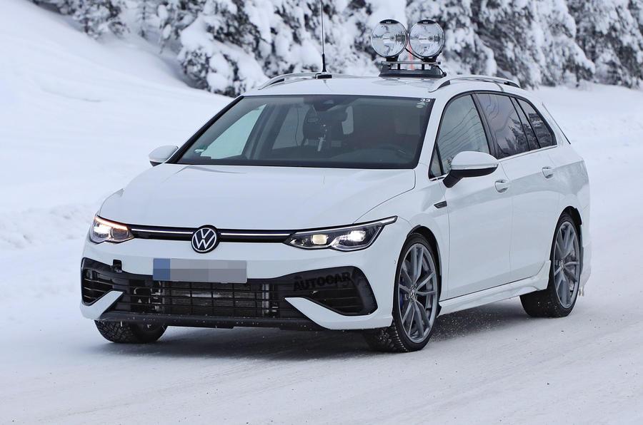 【7番目のRモデル】新型VWゴルフRヴァリアント 冬期プロトタイプ発見 今夏発表予定か