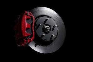 ブレーキの強化は「高性能品」への交換だけでは不完全! クルマの「重量バランス」と「タイヤ」が重要だった