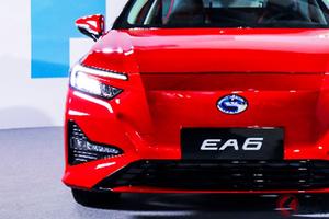 ホンダセダンEV「EA6」登場! 「アコード」に迫るサイズで未来感強調! 中国で発売