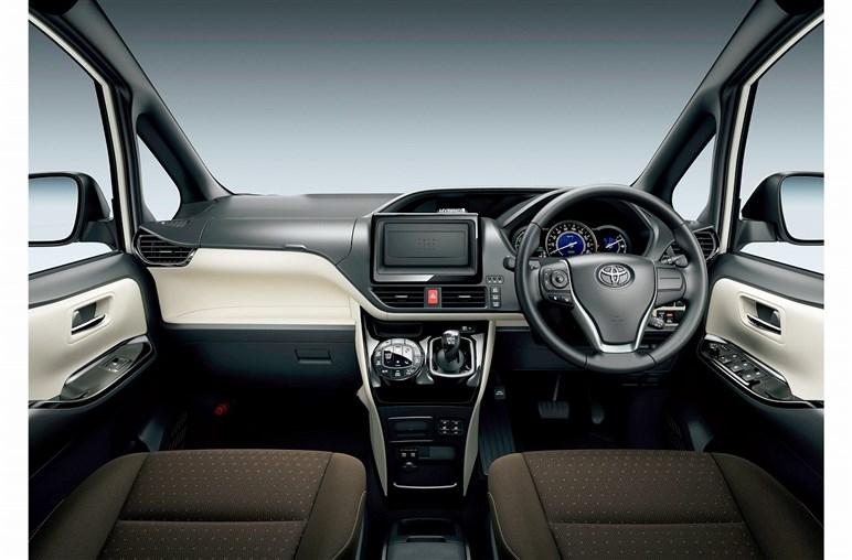 モデル末期のトヨタ「ノア」 あえて今選ぶならハイブリッドより安価なガソリンモデルがおすすめ