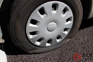 車のスペアタイヤ激減!? その裏で増加「パンク修理キット」はどう使うべき? パンク修理の実情とは