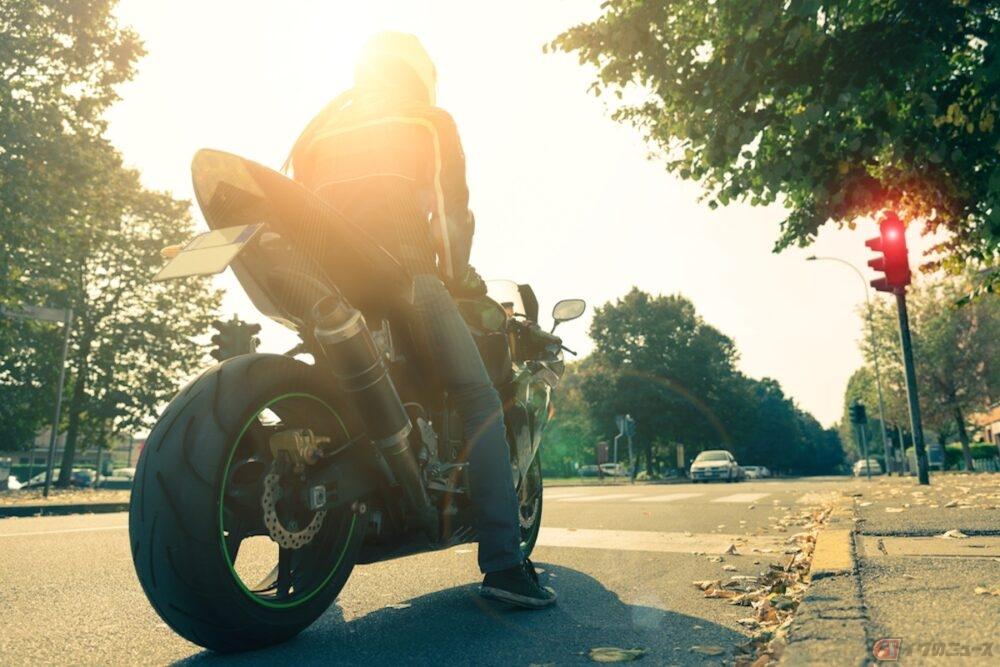 バイクは停車中に追突されることが多い?停車中の事故を防ぐ対策とは