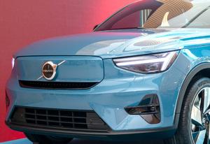 超名門ボルボがEV専売メーカーに!?? 初の専用EV「C40」登場 これが未来か…