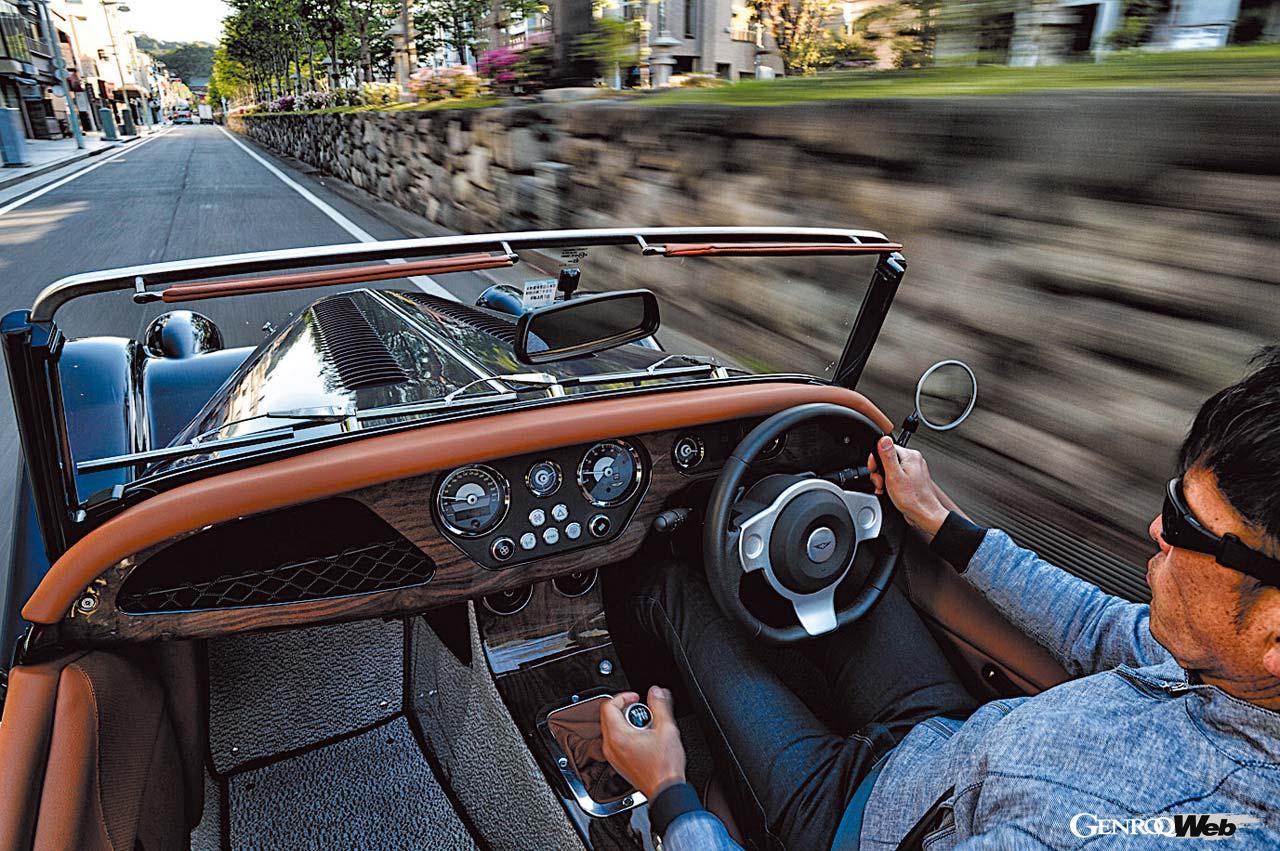 木製骨格を現代も継承するモーガン プラスフォー。「優しさ」にあふれたノスタルジックカーの乗り味に触れる