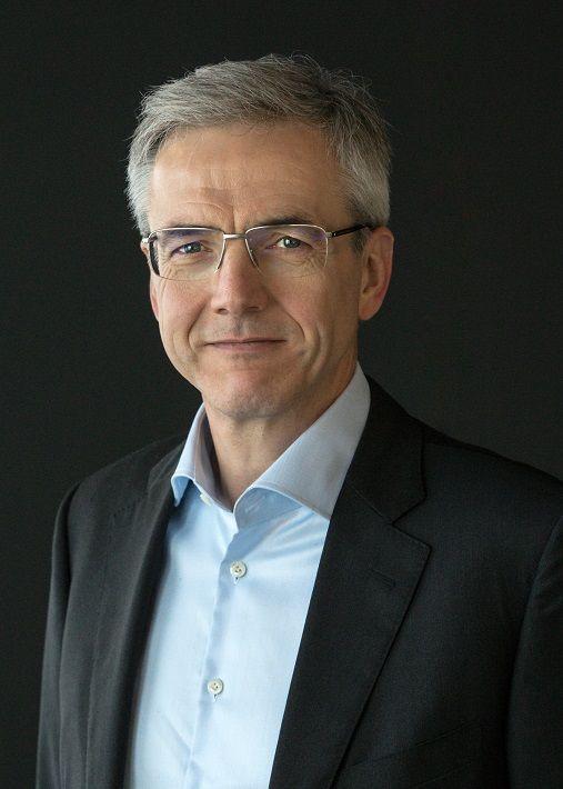 三菱ふそう、ハートムット・シック社長が退任 後任にメルセデス・ベンツブラジルのカール・デッペン氏