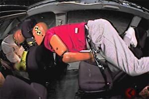 一般道での後席シートベルト着用率は40%!? シートベルトに関する3つの危険とは