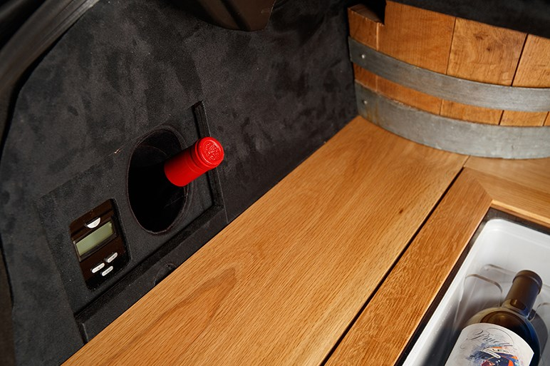 レクサス、新型ESのトランクがワインクーラーに…LSやRCのカスタマイズカーも披露