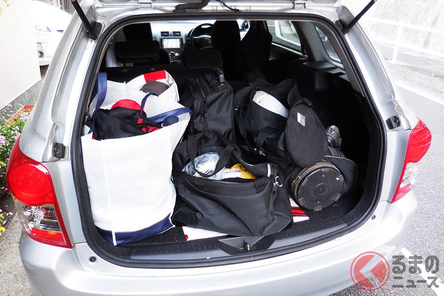 まるでシャコタン!? 過積載でボディが路面スレスレも 乗用車はどこまで積載OK?