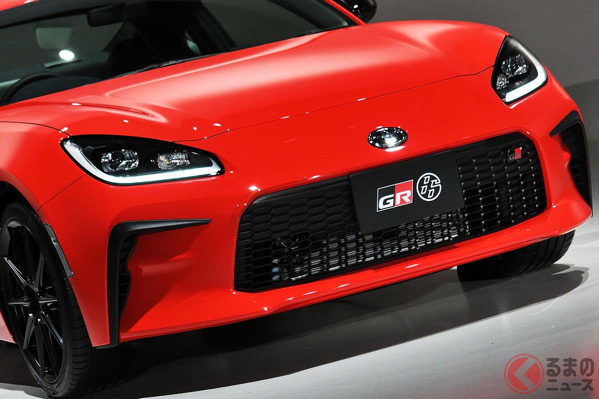 世界初公開のトヨタ新型「86」、なぜスバル新型「BRZ」と発売時期にズレ? 性能大幅アップでどう進化?