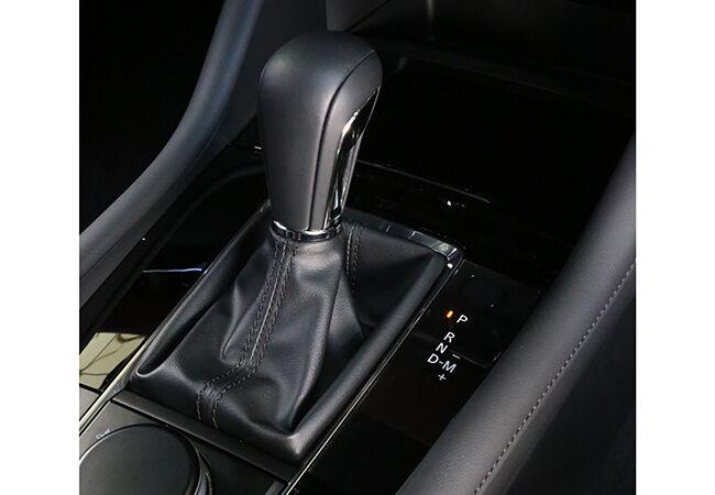 「魅力あるコスパ車を探そう」光るデザイン力。ナチュラルな走り。マツダ3ファストバックの刺激的な造形世界