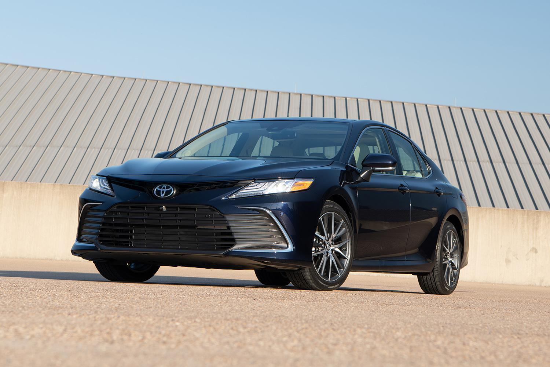 SUV全盛のいまでも北米で生き残る日本のセダン! フォードは撤退するも「売れる」トヨタ&ホンダの戦略