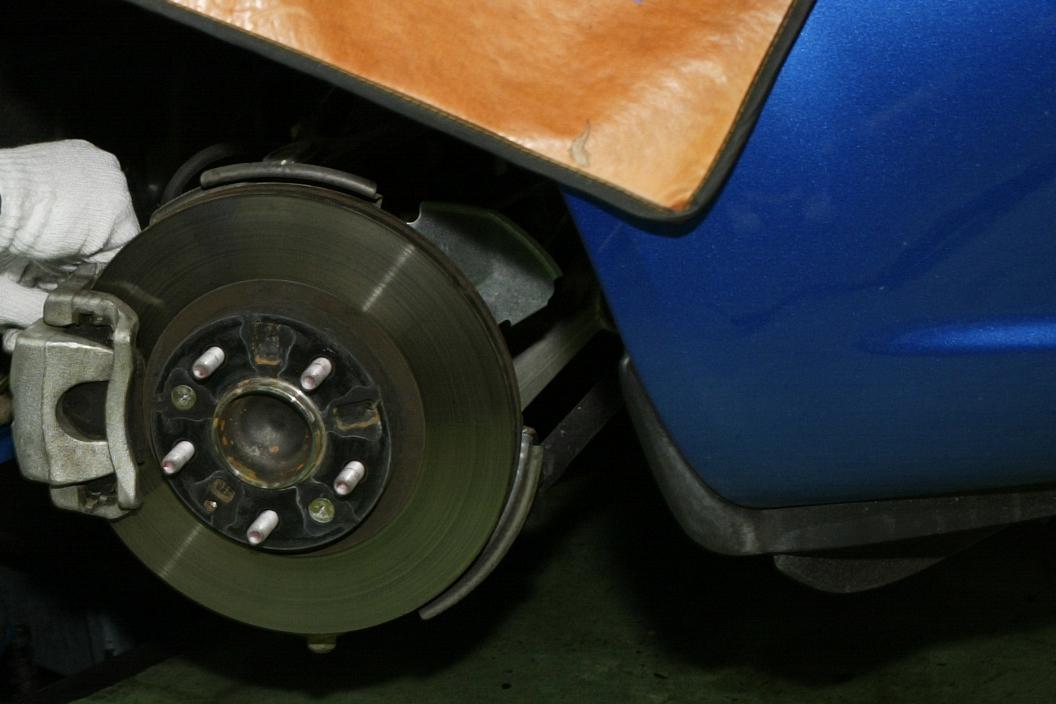 いきなり「普通に走る」のはNG! ブレーキ「パッド」や「ローター」交換後の正しい「慣らし」運転とは