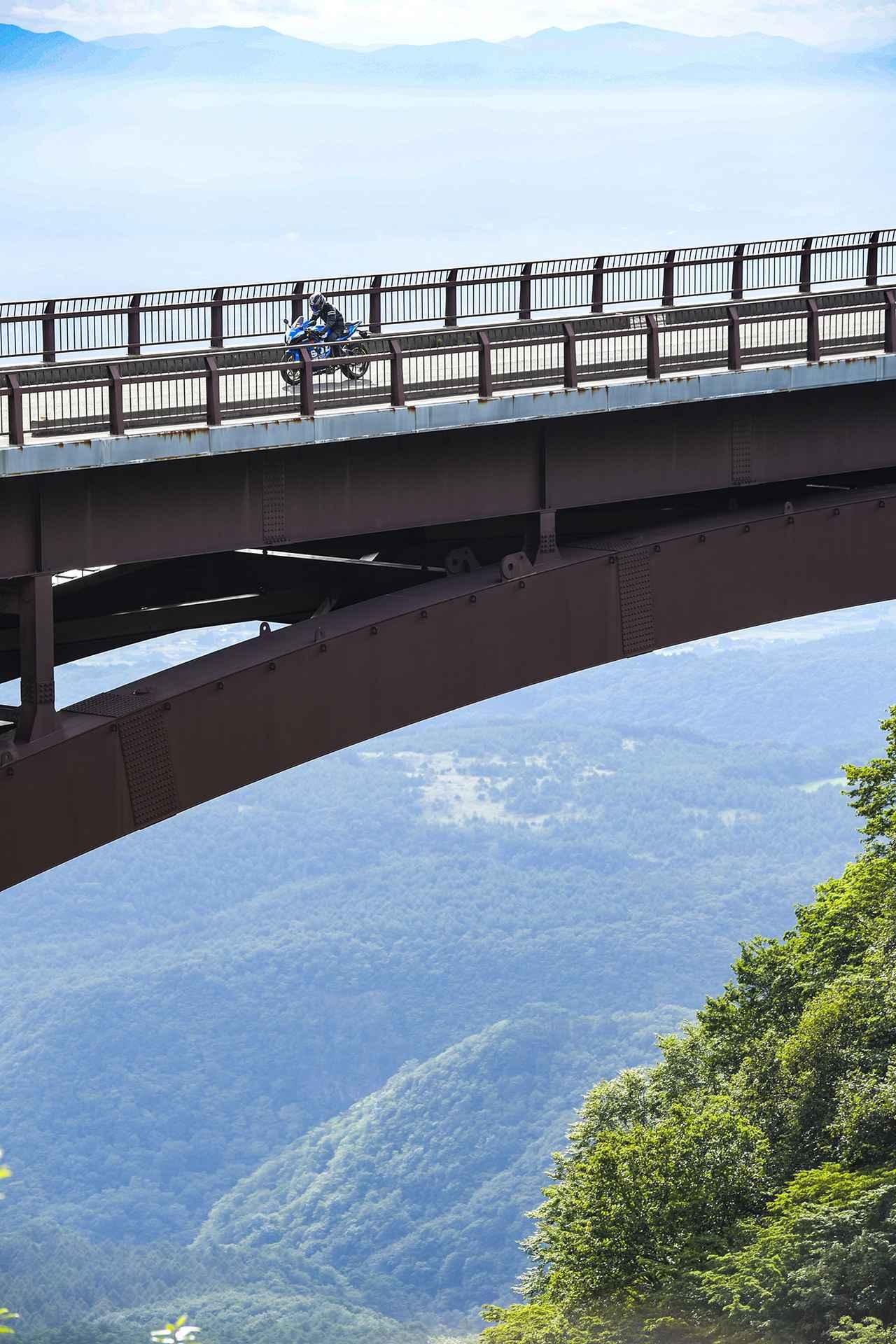 【本日解禁】憧れの『雪の回廊』ツーリング! バイクでこそ走りたい福島/磐梯吾妻スカイラインの冬季通行止めが解除されます!【スズキのバイク! の耳寄りニュース】
