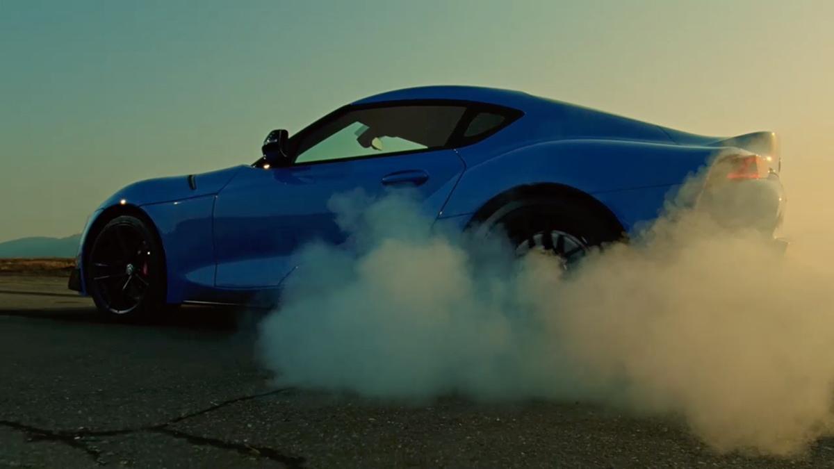 GRスープラのCMの停車したまま「煙モクモク」タイヤの空転! じつはCGじゃなく市販車でも可能だった