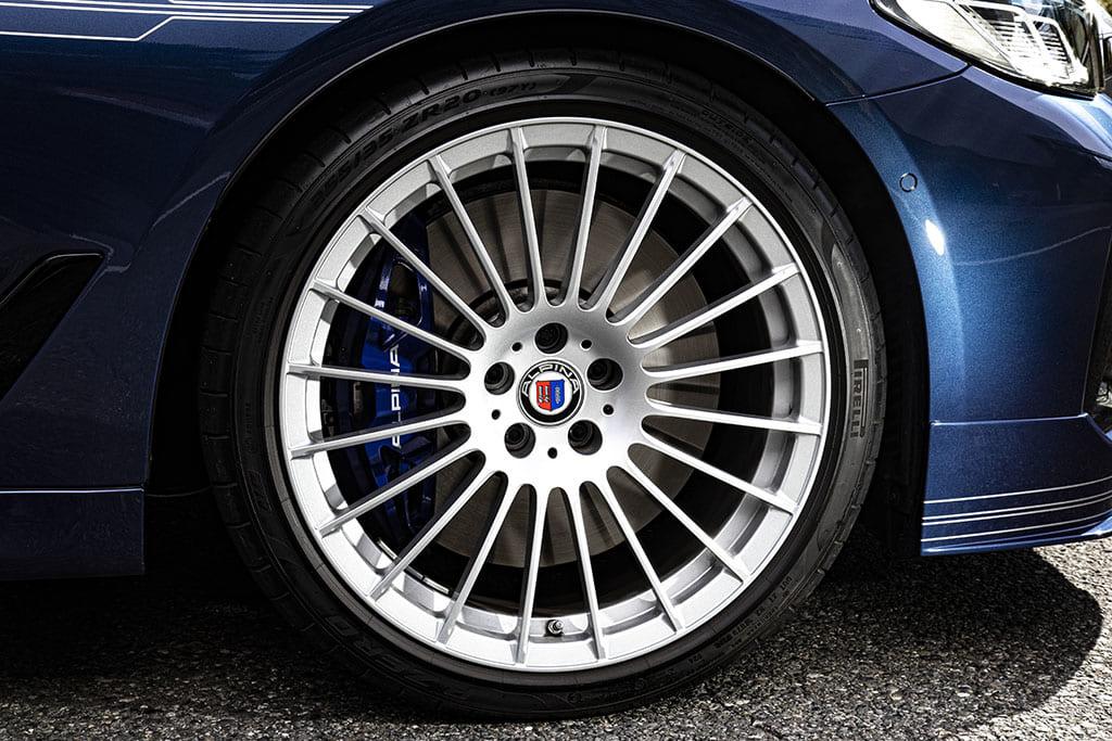 【国内試乗】「BMW アルピナB5」脅威の走行性能を発揮する究極のスーパーセダン