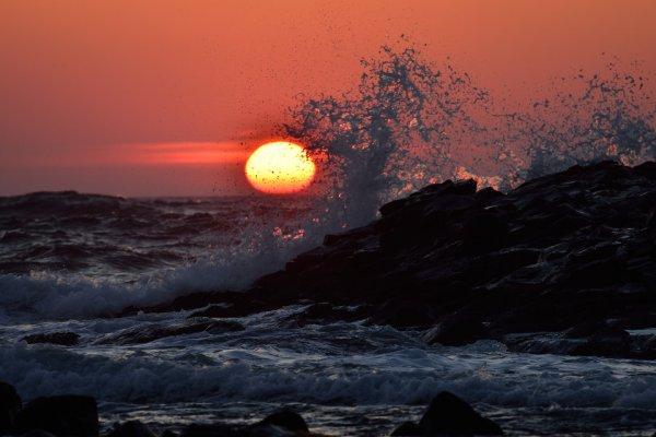 一度見たら虜になる! 北海道留萌「爆焼け」の夕陽