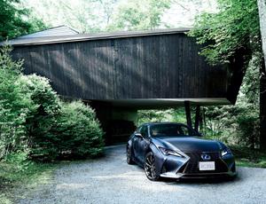 精悍なグロスブラックを纏った特別仕様車。レクサス RCに「Emotional Ash」を追加