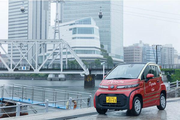 一般未発売のトヨタ超小型EV「C+pod」をレンタカーで レトロ横浜市バスカラー!