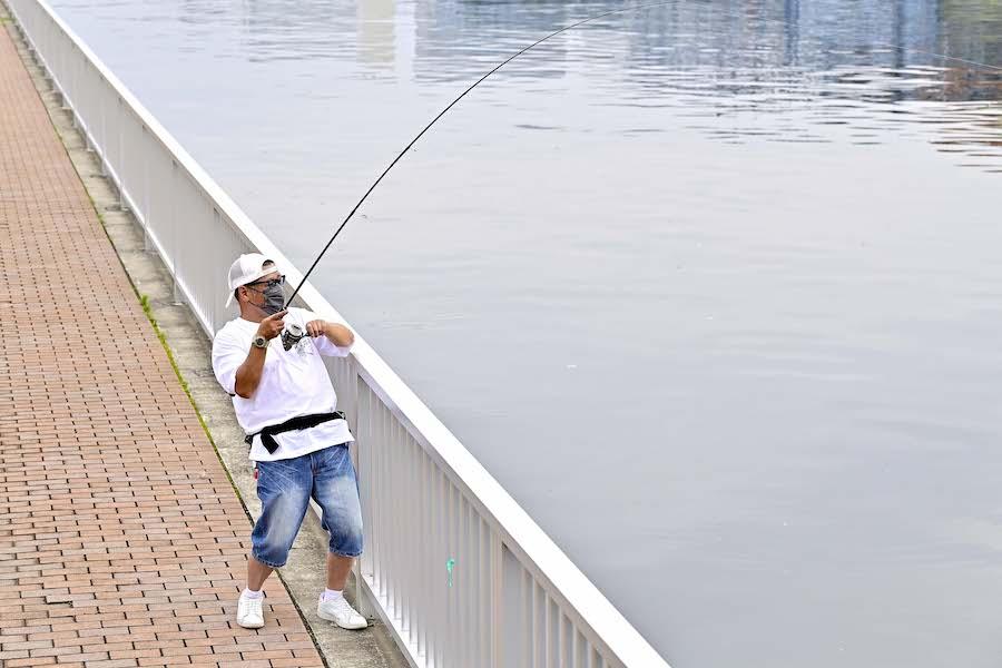 釣り具業界が激震! 意外とハイクオリティだった「100均釣り具」でシーバスを狙ってみた!