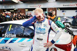 ホンダのクック連勝も、サットンが今季最終ヒート制覇で3度目の王座獲得を祝う/BTCC最終戦