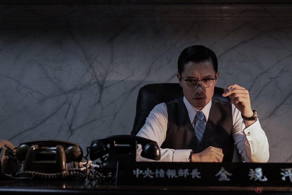 韓国の歴史の闇に迫るイ・ビョンホン主演の歴史映画『KCIA 南山の部長たち』