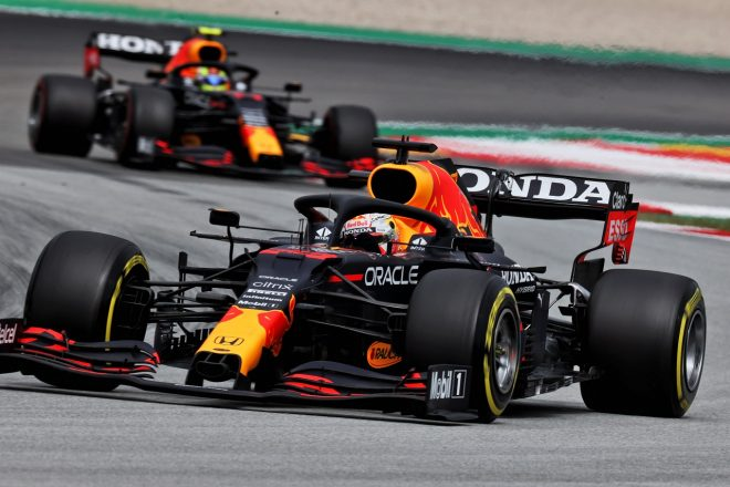「レッドブルF1は曲がるウイングで0.3秒稼いでいる」ハミルトンの発言後、FIAが取り締まり強化を決定