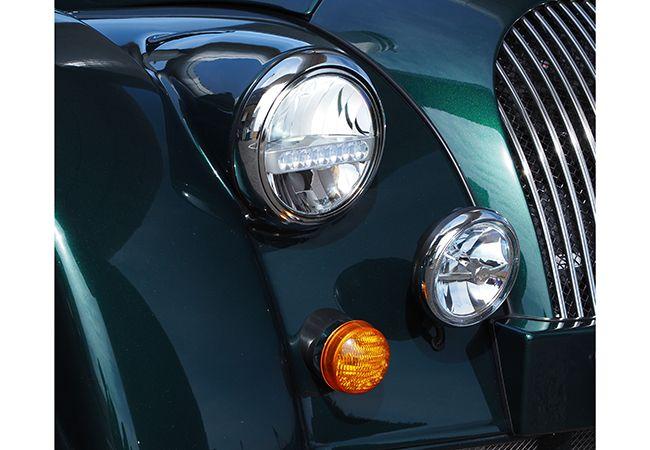 「注目スポーツカー試乗」最新にして、すでにクラシック! BMWエンジンを搭載したモーガン・プラスシックスの骨太思想