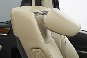 トヨタ VIP御用達「グランエース」に助手席可倒式ヘッドレストを標準装備