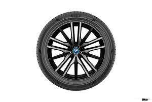 ピレリ、BMW X5 プラグインハイブリッド向けに世界初となるFSC認証タイヤを供給開始