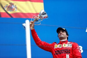 サインツ3位「表彰台はうれしかったけど、次は首位を守れるよう改善する必要がある」フェラーリ/F1第15戦