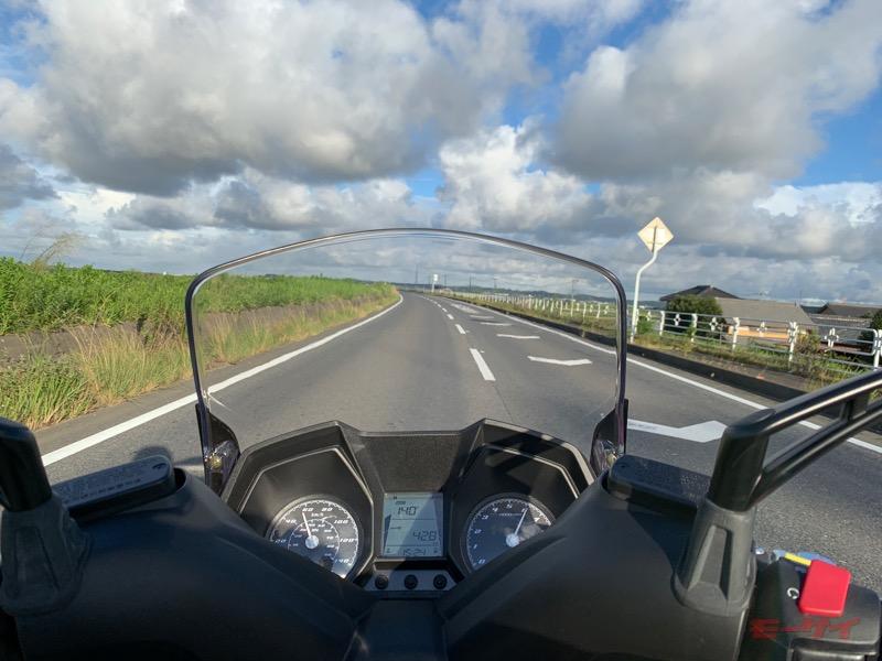 この巨体でリッター40km超え……だと!? ビッグな125ccスクーター、キムコ・ダウンタウン125i ABSをガチ燃費調査!!