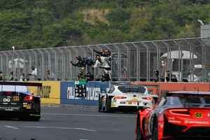 スーパーGT第2戦富士 GT300クラス、SYNTIUM LMcorsa GR Supra GTが僅差で逃げ切り優勝【モータースポーツ】