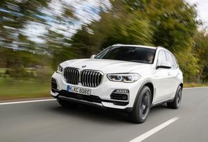 BMW X5にPHEVの「xDrive 45e」と高性能版「M50i」が追加されてモデルラインナップが拡充!