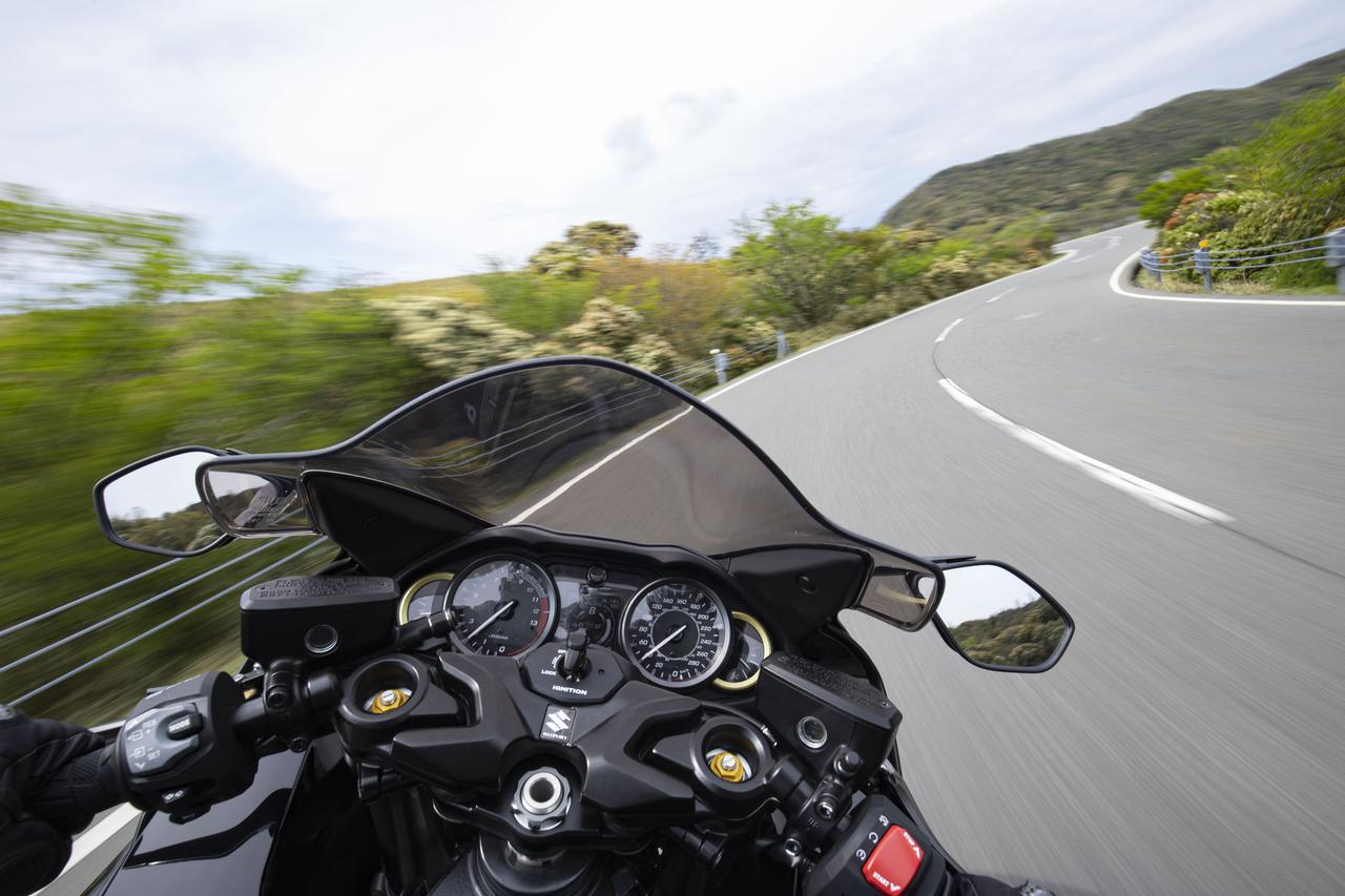 新型『隼(ハヤブサ)』はコーナリングで大きく進化! 190馬力の大型バイクとは思えない!?【Re:ゼロからはじめるアルティメットスポーツ講座(12)/SUZUKI HAYABUSA レビュー ワインディング編】