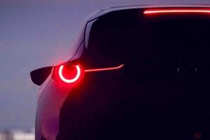 新型「CX-3」か マツダ新型SUV世界初公開 次世代エンジン「スカイアクティブX」も搭載