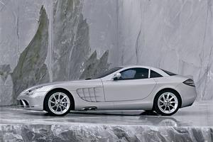 F1直系のカーボン車体に飛行機ばりのエアブレーキ! 億超えもあった伝説の「SLRマクラーレン」の衝撃