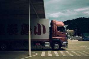 日々見かける「トラック」は何を運んでる? 積荷ランキングが面白かった!