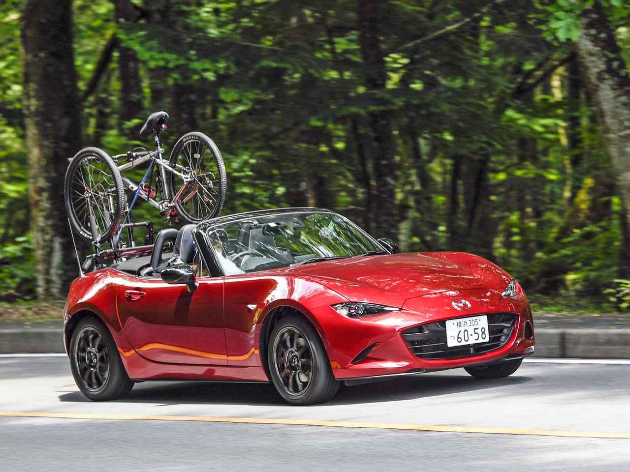 【動画】マツダ ロードスターに自転車を搭載できるキャリアを使って「2&4ライフ」を楽しもう!
