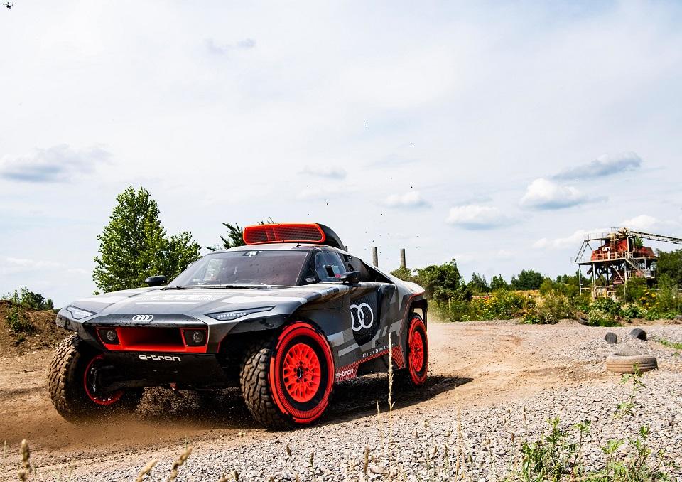 【未来の技術の実験室】アウディRS Q eトロン ダカールラリー参戦 内燃車へ挑む