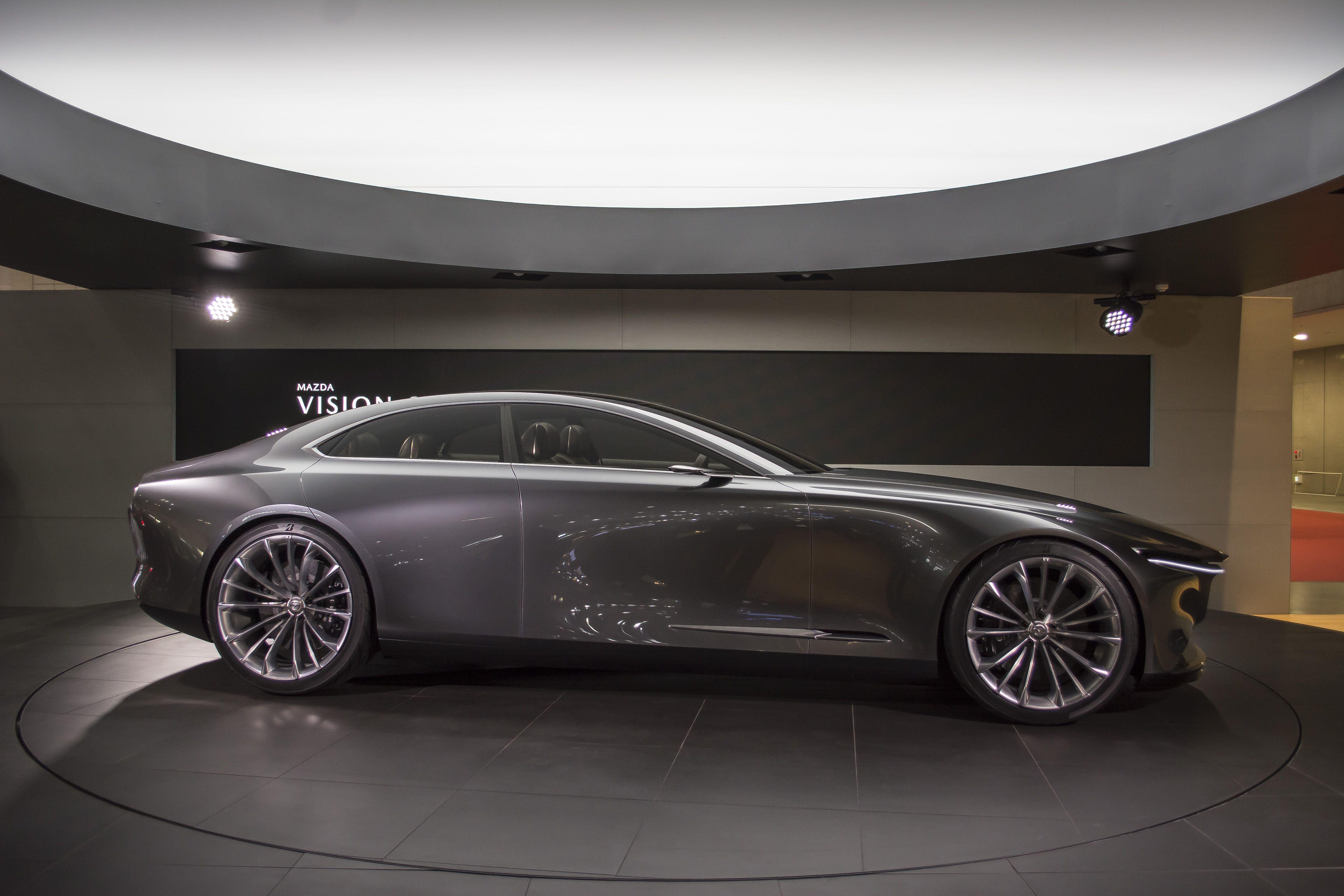 マツダが直列6気筒エンジンとFR戦略で目指すブランドの将来像