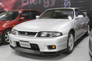 圧倒的な性能を誇るも人気薄! スカイライン「R33」GT-Rはなぜ日陰の存在だったのか?