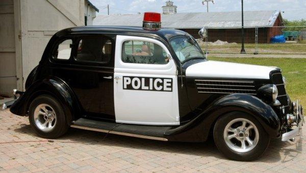 昔は「白」だった!! パトカーの白黒パンダカラーはいつから始まった